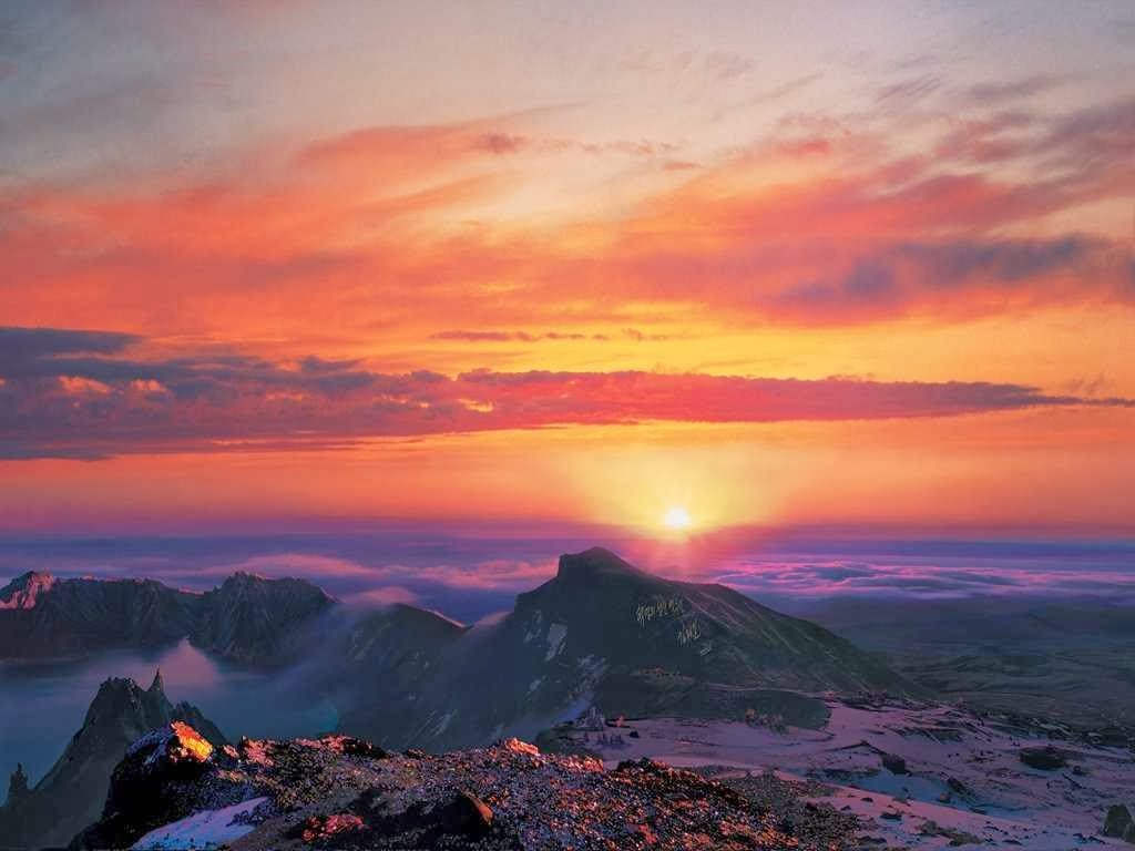 this-is-mt-paekdus-sunrise-paekdu-is-an-active-volcano-that-borders-north-korea-and-china